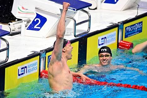 Ari-Pekka Liukkonen tuuletti Euroopan mestaruutta käsi nyrkissä.