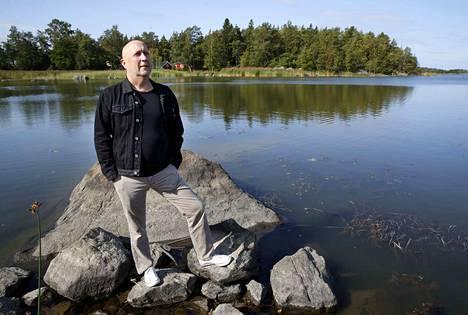 Säveltäjä-huilisti Jukka-Pekka Lehdon suosikkipaikka Ahlaisissa on meren rannalla Sandössä.