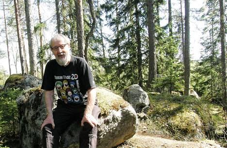 Seppo Kallio istahti kävelyretkellään Nokian korkeimmalle paikalle Huuhkajanvuorella. Kallio on somessa tunnettu muun muassa terävistä tilastohavainnoistaan.