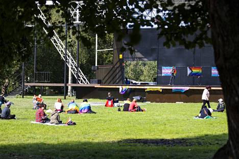 Paikalle piknikille oli tapahtuman alussa kerääntynyt joitakin kymmeniä juhlijoita.