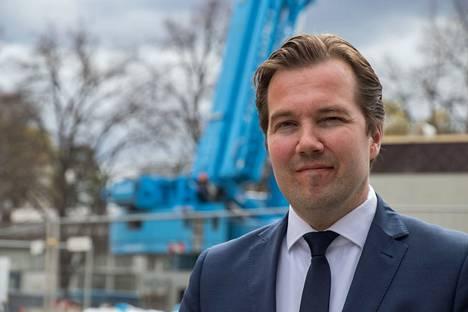 Akaan kaupunginjohtaja Antti Peltola sanoo, että kaupunki on tekemässä ylijäämää tänä vuonna viisi miljoonaa euroa.