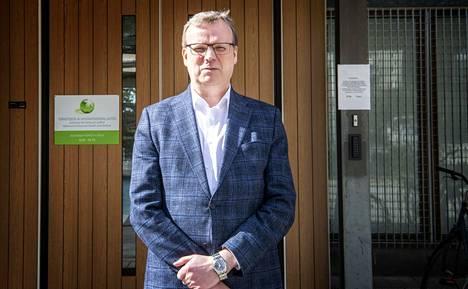 Markku Tervahautaa arvioitiin Kuopion Kaupunkilehdessä vuonna 2017 itsepäiseksi ja jopa esimiehiään kohtaan tottelemattomaksi. Lehti oli haastatellut kymmenkunta sisäpiirin poliittista vaikuttajaa ja virkamiestä. Tervahauta on nykyään THL:n pääjohtaja.