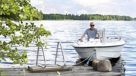 Pasi Kaukoranta osti veneen keväällä 2021. Sillä on käyty vesillä vasta muutaman kerran.