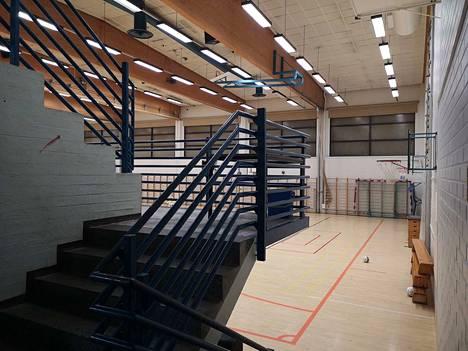 Sylvään koulun liikuntahallin kattopalkeissa on todettu kantavuusongelmia.