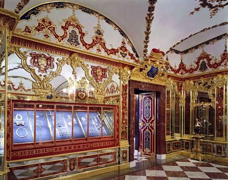 Dresdenin linnan Vihreässä holvissa on säilytetty useiden arvioiden mukaan Euroopan arvokkainta aarrekokoelmaa.