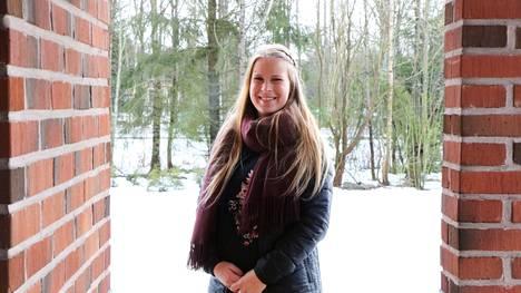 Minna Ahtiainen työskentelee lapsiperheiden parissa.