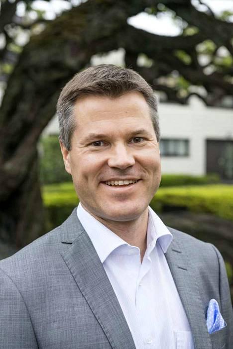 Lehdistö- ja kulttuurineuvos Markus Kokko Suomen Japanin-suurlähetystöstä kertoo, että Japanissa fyysisen etäisyyden pitäminen kuuluu tervehdyskulttuuriin.