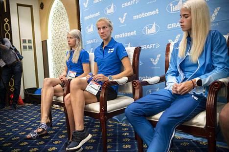 Suomen MM-kisajoukkueen jäseniä Dohassa kisojen alla.