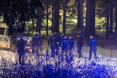Takaa-ajo päättyi puolen tunnin jälkeen Kangasalle,  jossa pakoauton kuljettaja otettiin kiinni.
