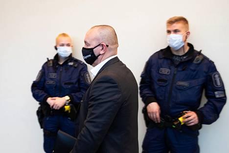 Oikeus katsoi, että porvoolainen Tero Holopainen on kiistämisestään huolimatta liivijengi United Brotherhoodin ja sen alajengin Bad Unionion johtaja.