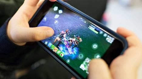 Muun muassa pelien pelaaminen kasvattaa mobiilidatan määrää verkossa. Kuvituskuva.