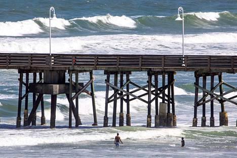 Atlantin valtameren historian toiseksi voimakkain hurrikaani Dorian lähestyy parasta aikaa Floridaa, jossa asukkaat ovat saaneet evakuoitumismääräyksiä.