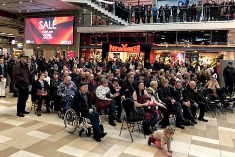 Jyrki Kankaan 75-vuotisjuhla Puuvillan kauppakeskuksessa tammikuussa 2019 oli todellinen kansanjuhla.