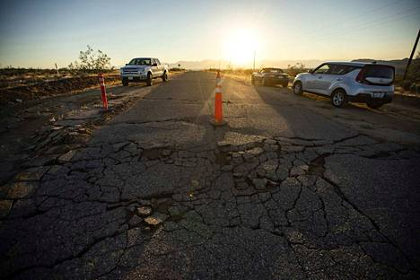 Edellinen maanjäristys torstaina vaurioitti teitä Kaliforniassa.
