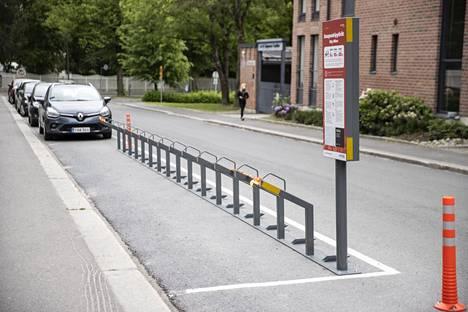 Ajokelit ovat parhaimmillaan, mutta Tampereen kaupunkipyörätelineet ammottavat yhä tyhjyyttään.