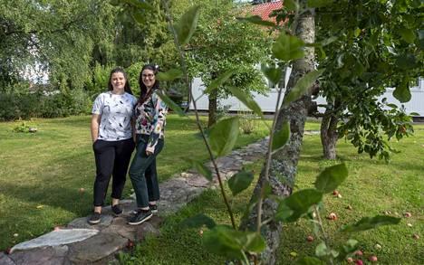 Sofia ja Santra rohkaisevat nuoria tarttumaan maaseudun mahdollisuuksiin. Moni yritys etsii jatkajaa, kannattaa mennä ensin yrittäjän rinnalle kaikessa rauhassa opettelemaan ja ottaa sen jälkeen ohjat omiin käsiin.