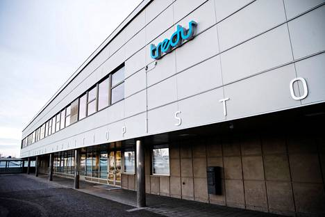 Tampereen seudun ammattiopistolta Tredulta vapautuneissa tiloissa käyvät Koivistontien varressa koulua Hatanpään koulun 7–9-luokkalaiset. Tänään torstaina koulussa tapahtui väkivallanteko.