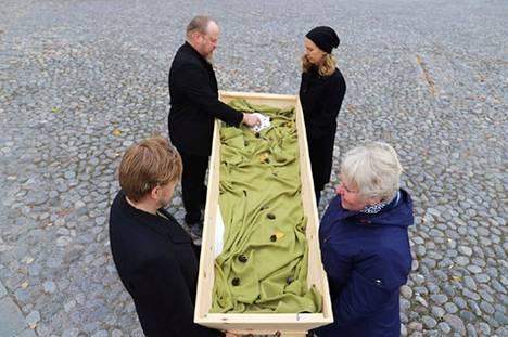 Tampereen Keskustorille tuodaan 15. lokakuuta avoin arkku, jonka äärellä voi muistella jotakin lajia tai luontoympäristöä, joka on jo hävinnyt tai uhanalainen.
