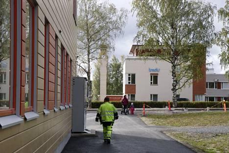 Virtain lukio ja Tredun yksikkö sijaitsevat yhtenäiskoulua vastapäätä, Rantatien toisella puolella.