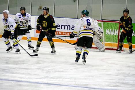 Miko Lahti (#15) ja Ville Törmänen (#20) tekivät pelissä yhteensä kuusi maalia ja antoivat viisi syöttöä.