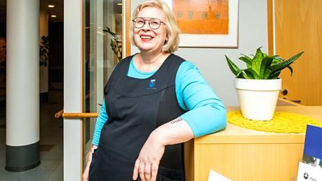Marjo Lundén sanoo aloittaneensa kolmannen uran työelämässä ryhdyttyään hoiva-alan ammattilaiseksi. Aiemmin hän on työskennellyt sisustussuunnittelijana ja teatterin pukusuunnittelijana.