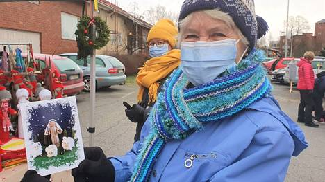 Marjatta Kukkamäki Kyläpaikasta paljasti, että joulukortin paimenen lampaat askarreltiin jo pääsiäismyyjäisiin, jotka tänä vuonna peruuntuivat.