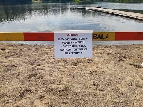 Kuvan ottanut Miia Ahola astui maanantaina hevosen lantaan käytyään uimassa Suoramanjärven uimarannalla.