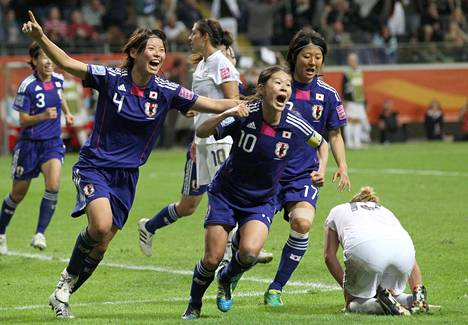 Japani voitti MM-kultaa 2011. Homare Sawa (10)iski finaalissa USA:ta vastaan 2–2-tasoituksen. Japani voitti loppuottelun rankkareilla. Sawa oli kisojen maalikuningatar.