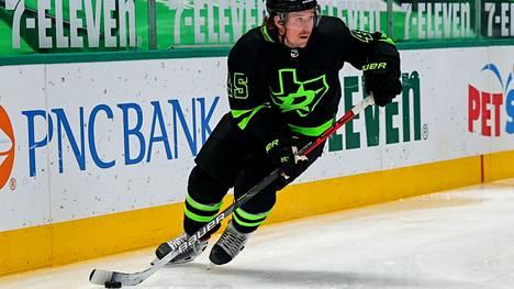 Sami Vatasen tilillä on 473 NHL-peliä.