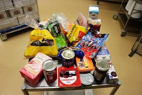 Kuvassa yhden oppilaan ruokapaketti. Ruokapakettien sisällöissä voi olla hieman poikkeavuuksia.