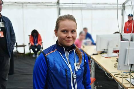 Niina Papinsaari työskentelee Kangasala-Jukolan itkumuurilla.
