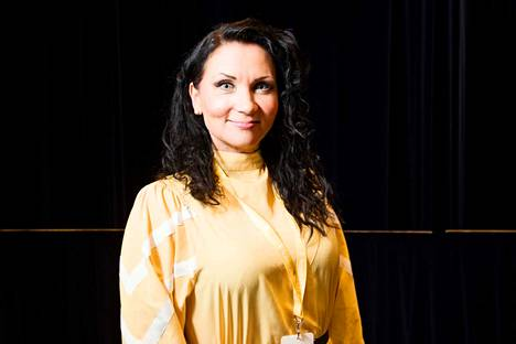 Anna Uusiheimala ylläpitää Suomen suosituinta sinkkusivua Facebookissa ja järjestää ammatikseen deittitapahtumia esimerkiksi taidemuseoissa.