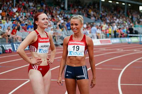 Annimari Korte (oik.) ja Reetta Hurske Kalevan kisoissa Jyväskylän Harjun kentällä heinäkuussa 2018.