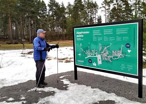 Raisionraitti menee Alppiruusupuiston läpi. Siitä kävelee usein Jyrki Aaltonenkin.