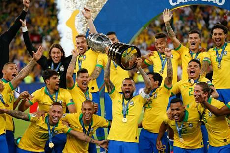 Brasilia pääsi nostelemaan voittopokaalia myöhään sunnuntai-iltana.