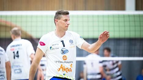 Joni Mikkonen oli Akaa-Volleyn ykköstykki voitossa Karelian Hurmoksesta tehoin 23/+19. Kuva alkukauedn VaLePa-pelistä.
