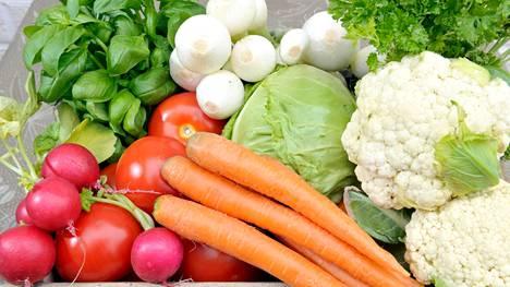 Terveellinen ravinto laskee syöpäriskiä, kirjoittaja muistuttaa.
