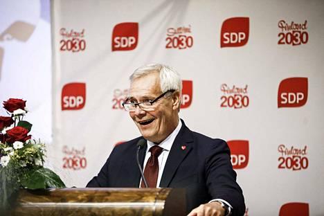 Pääministeri Antti Rinne (sd.) esittää, että jokainen palkansaaja olisi 24 kiky-tuntia vuodessa koulutuksessa.