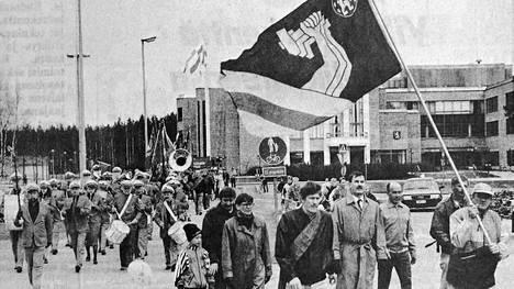 KMV-lehti kertoi 3. toukokuuta vuonna 1991, että mänttäläisiä kiinnosti Työväen vappujuhla, Seppälän vappuhirnahdus ja Vilppulan Mieslaulajien kevätkonsertti. Vappumarssijoiden joukko oli kenties yhteisen vappujuhlan historian pienin.
