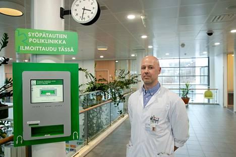 Syöpätautien erikoislääkäri Jarkko Ahvonen valvoi Tampereella tietojenkeräystä, joka liittyi keuhkosyöpäpotilaiden hoitotiedoista koottuun, tammikuussa julkaistuun tietokantaan.