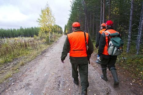 Kirjoittaja kaipaa tietoa siitä, milloin metsästysporukoilla on jahti käynnissä.