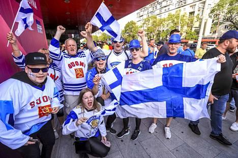 Suomen fanit ovat valmiina huutamaan Kanadan nurin illan MM-finaalissa.
