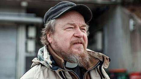 Tampereen seurakuntien hengellisen ohjauksen pastori Jussi Holopainen sanoo, että haluaa edelleen järjestää mahdollisuuksia ympäristösurun käsittelyyn. Holopainen kuvattiin 10. huhtikuuta 2020.