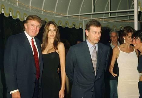 Nykyinen presidentti Donald Trump, vaimo Melanie Trump, Prinssi Andrew ja taustalla Jeffrey Epstein kuvattiin samoissa juhlissa.