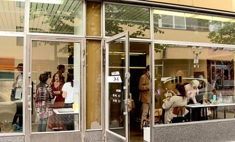 Uuden Galleria 3h+k:n avajaisia vietettiin Porin Yrjönkadulla heinäkuussa.