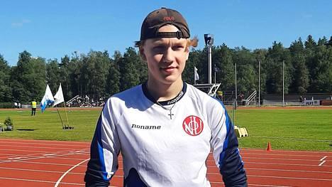 Elmeri Autio hyppäsi ennätyksensä 180 ja voitti 15-vuotiaiden Suomen mestaruuden.