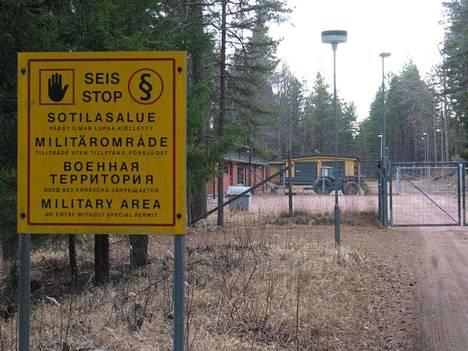 Merstolan varikko kuvattuna sulkemisen aikoihin keväällä 2003.
