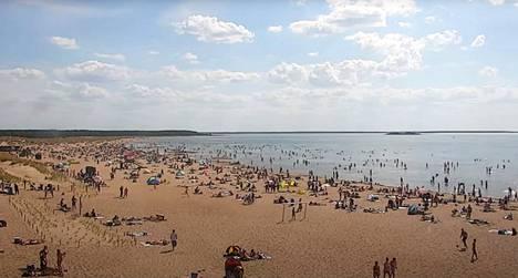 Yyterin rannalla on riittänyt tiistaina ruuhkaa.