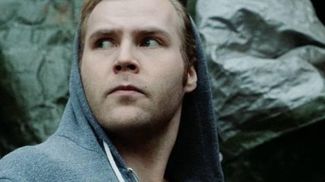 Porilaislähtöinen Roope Olenius näyttelee Punainen kohina -elokuvassa, joka saa Porin ensi-iltansa tiistaina.