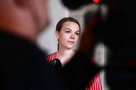 Viestintäkoulutuksesta syntynyt kohu johti Katri Kulmunin (kesk.) eroon valtiovarainministerin paikalta. Koulutushankinnoista tehtiin poliisille useita tutkintapyyntöjä.